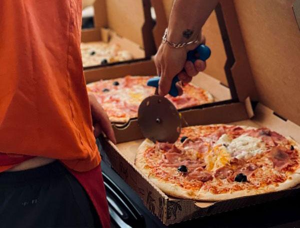 image1-pizza-mama-civrieux-dazergues-600x800
